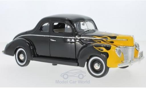 Ford Deluxe 1/18 Motormax noire/Dekor 1940 miniature