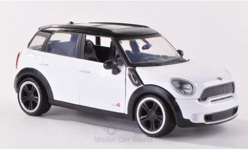 Mini Cooper 1/24 Motormax S Countryman white/black diecast