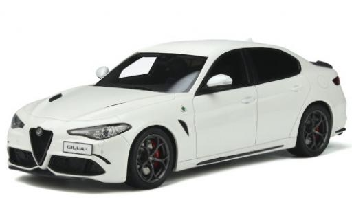Alfa Romeo Giulia 1/18 Ottomobile Quadrifoglio blanche 2019 miniature