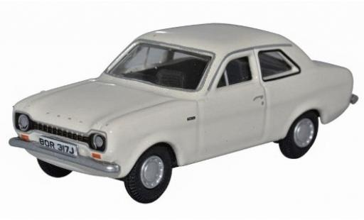 Ford Escort 1/76 Oxford MkI blanche RHD miniature