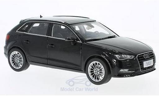Audi A3 1/18 Paudi Hatchback noire miniature