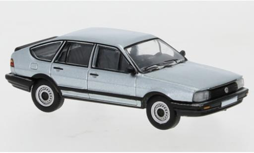 Volkswagen Passat 1/87 PCX87 B2 silber 1985 modellautos