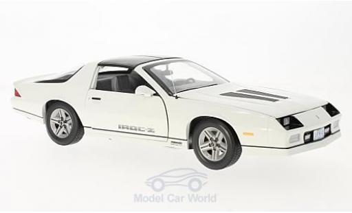 Chevrolet Camaro 1/18 Sun Star IROC-Z white 1985 diecast model cars
