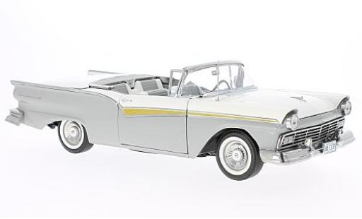 Ford Fairlane 1/18 Sun Star 500 Skyliner grise/blanche 1957 miniature
