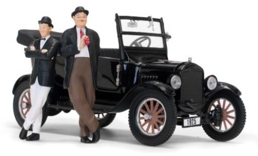 Ford Model T 1/24 Sun Star Touring noire 1925 y compris les Laurel et Hardy figurines miniature