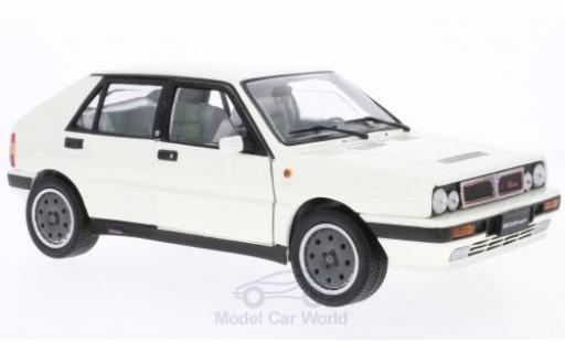 Lancia Delta HF Integrale 1/18 Sun Star 8V blanche 1989 miniature