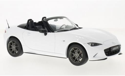 Mazda MX5 1/18 Triple 9 Collection blanche 2015 avec détachable Softtop sans Vitrine miniature