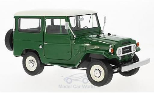 Toyota Land Cruiser 1/18 Triple 9 Collection FJ40 verte/blanche 1967 miniature
