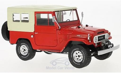 Toyota Land Cruiser 1/18 Triple 9 Collection FJ40 rouge/beige 1967 miniature