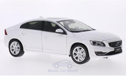 Volvo S60 1/18 Ultimate Diecast metallic-blanche 2015 miniature