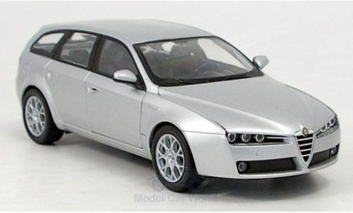 Alfa Romeo 159 1/24 Welly Sportwagon grey diecast