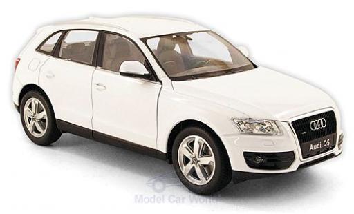Audi Q5 1/24 Welly blanche ohne Vitrine miniature