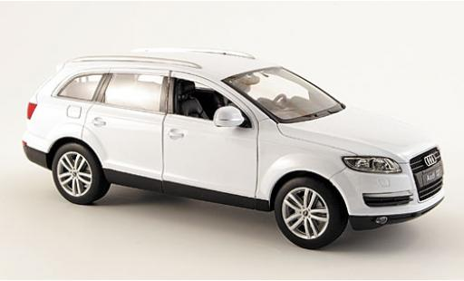 Audi Q7 1/24 Welly white diecast model cars