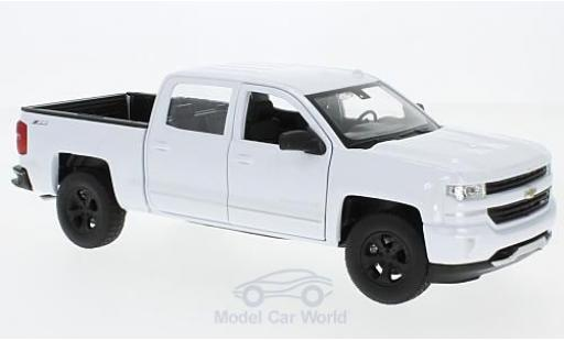 Chevrolet Silverado 1/24 Welly white diecast model cars