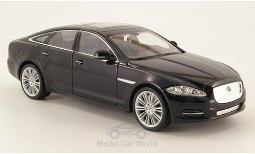 Jaguar XJ 1/24 Welly noire 2010 ohne Vitrine miniature
