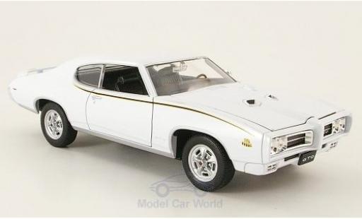 Pontiac GTO 1/24 Welly white 1969 The Judge ohne Vitrine diecast model cars