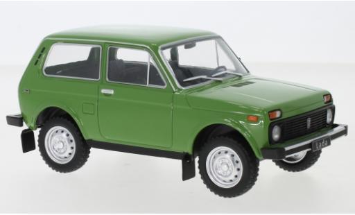 Lada Niva 1/24 WhiteBox verte miniature